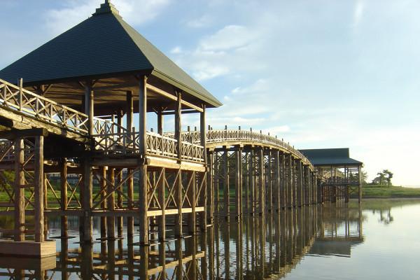 全长300m的日本最长木桥 鹤之舞桥