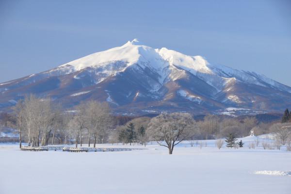 在富士见湖公园看岩木山